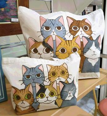 猫バッグうるさい