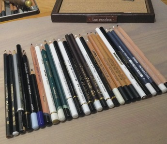 色鉛筆の黒と白