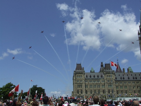 Canada_Day_2008_Snowbirds_over_Parliament