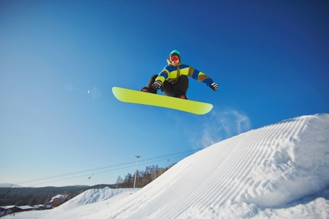 snowboarder-jumping-through-blue-sky_1098-3963