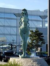 彫刻木内克エーゲ海に捧ぐ東海駅前