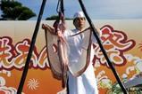 大洗あんこう祭り08-11-23(4)あんこう吊し切り(7)卵巣