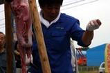 日立港秋の味覚祭り08-10-26(1)アンコウ吊し切り