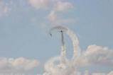 百里基地航空祭ブルーインパルス二機渦巻き