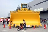 コマツ茨城工場フェア08-10-05(1)大型建設機械展示場