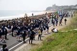 水木のささら10-5-3(7)海岸を行列