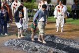 潮音寺火渡り(11)一般火渡り