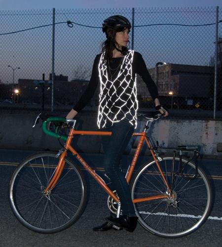 自転車の 反射材 ベスト 自転車 : ... 自転車も安心軽快な反射材