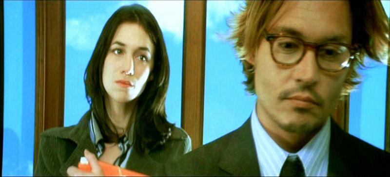 エレベーターの中の2人