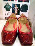 エミキュ靴赤