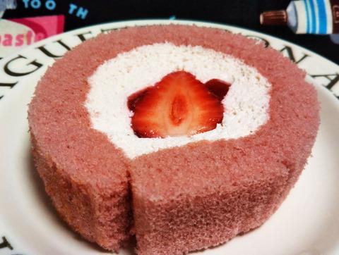 いちごづくしのロールケーキ【ローソン】