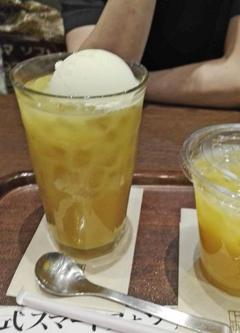 【上島珈琲店】オレンジジュースにアイスクリーム♪