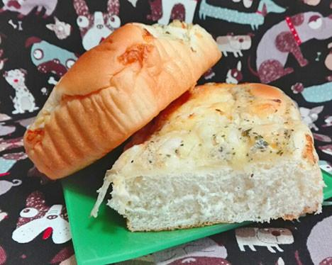こんがりチーズのちぎれるオニオンブレッド(ブラックペッパー)