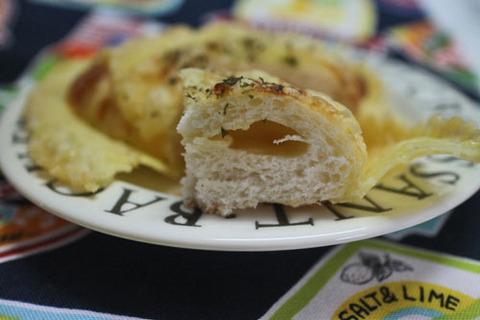 濃厚チーズの羽根つきパン