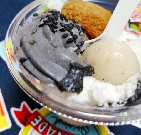黒ごまとブラマンジェのパフェ【セブンイレブン】