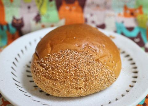 栗の香り広がるマロンクリームパン【ファミリーマート】