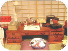 谷崎潤一郎モデルの机