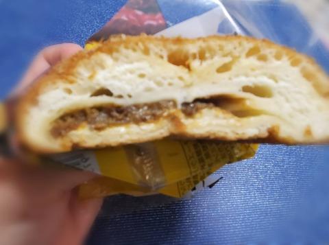 とろ~りチーズカレーパン【ファミリーマート】