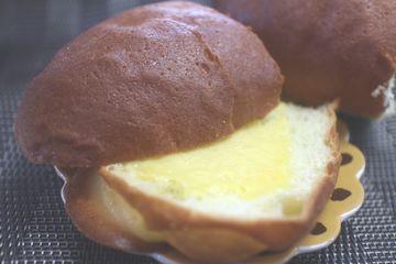 たまご風味のブリオッシュパン(カスタードクリームサンド)