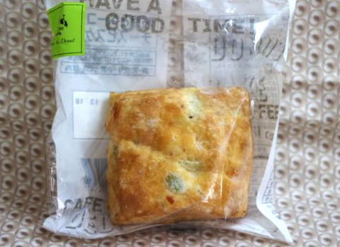 枝豆とベーコンのチーズビスケット【ローソン】