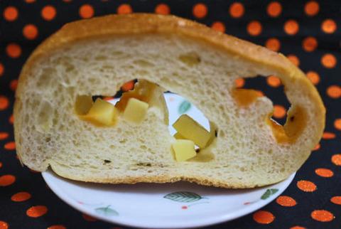 ダブルチーズのもっちりとしたフランスパン【セブンイレブン】