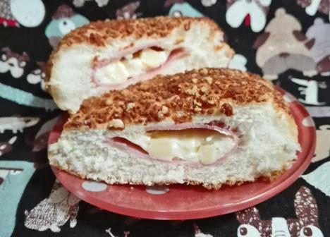 【ローソン】角ぎりチーズとハムのパン(チーズ入りマヨネーズソース)
