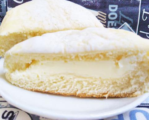 爽やかな甘さの白いチーズクリームパン【ファミリーマート】