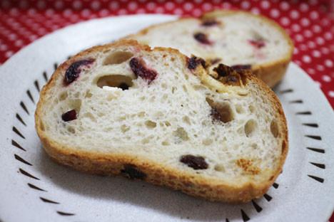 果実とクリームチーズのフランスパン