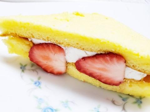 ホイップ&カスタード いちごサンド【ファミリーマート】