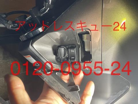 HONDA現行型PCXシートロック開錠鍵穴位置