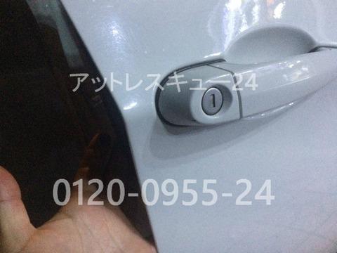 BMW E46型325ti車内キー閉じ込みドアシリンダー開錠