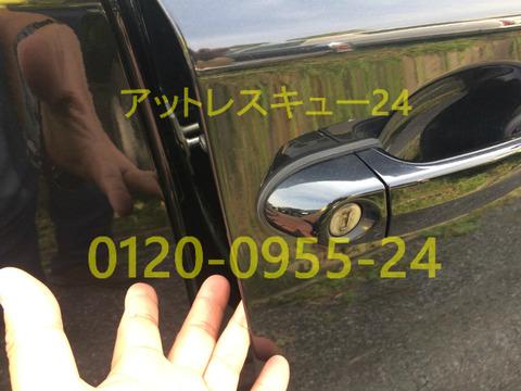 E87型BMW118i車内インキー鍵開け緊急対応