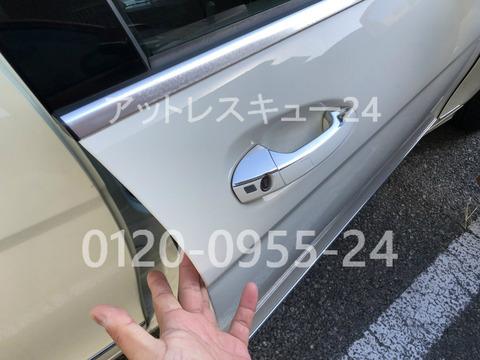 W204メルセデスベンツC200CGI鍵の車内閉じ込みドア開錠