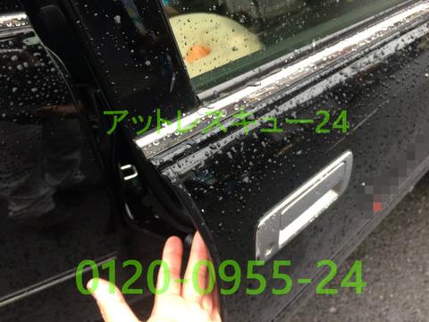 トヨタCROWNタクシー車内インロック鍵開けレスキュー