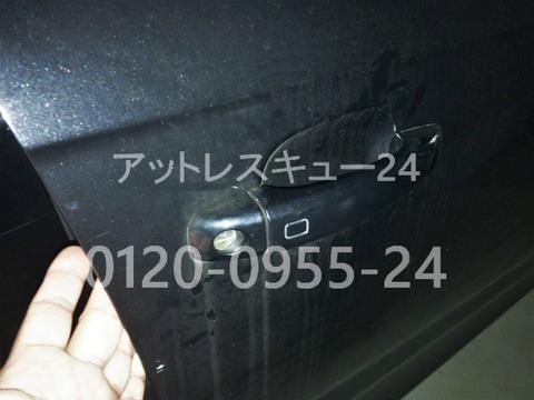 アウディA4ドアロック鍵開けレスキュー