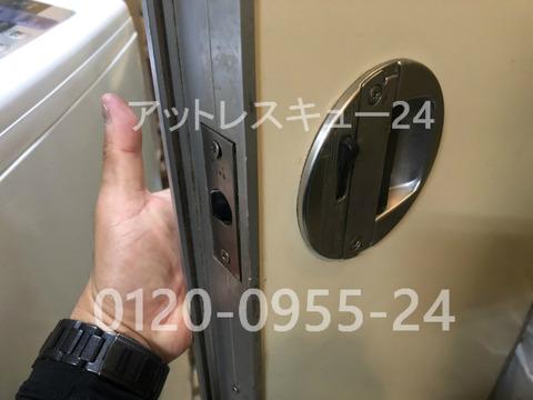 トイレドアの鍵開けレスキュー