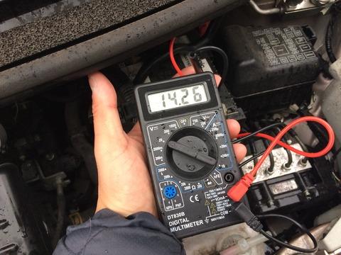 ダイハツムーヴ バッテリー放電 ジャンピング作業