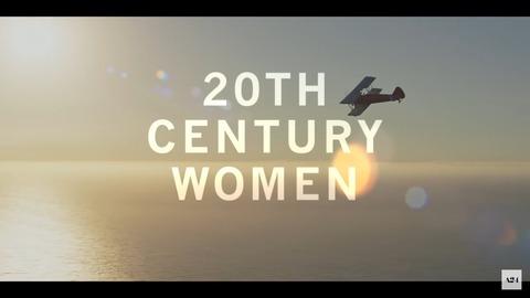 【解説・考察】映画「20センチュリーウーマン」:一見は百聞に如かずの時代に問う「豊かさ」とは?