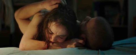 """【ネタバレ】「RAW少女のめざめ」:感想・解説:本作において""""血""""が持つ3つの意味を考察!"""