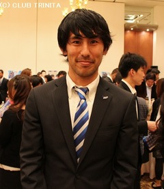 激励会・安川選手ヨコ
