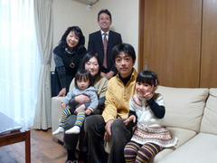 M様ご家族と記念撮影
