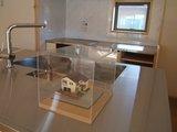 特注のアイランドキッチンと完成模型