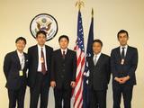 アメリカ総領事館での記念撮影