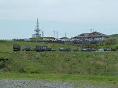 大観峰に待機する自衛隊車両