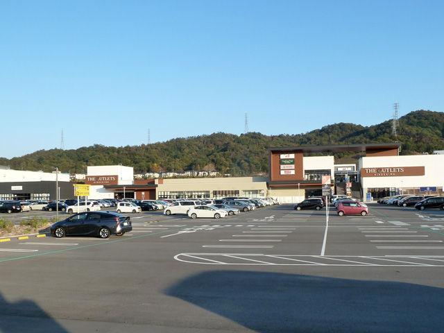 郊外のショッピングモール