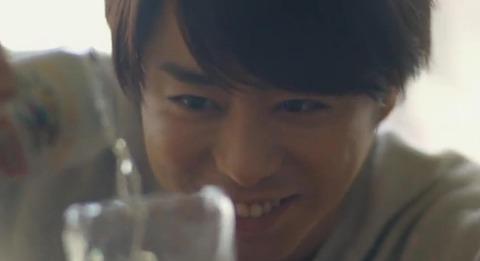 櫻井翔一番搾りCM「グラスにこだわってみた」篇の画像。
