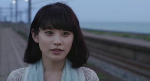 高橋愛赤毛のアンCM「愛されるアン」篇の画像。