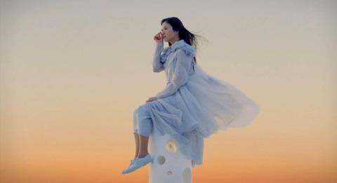 吉高由里子CM「チーザの妖精」篇の画像。