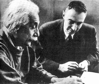 アインシュタイン&オッペンハイマー(Wiki)