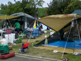 テント前2